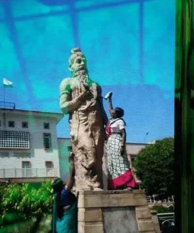 Manu statue at Rajasthan court